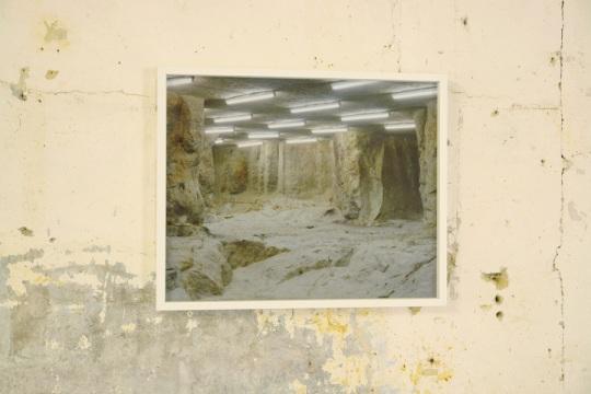 Simon Boudvin, CONCAVE 06 (Poncé-sur-le-Loir), 2012, photographie d'une carrière souterraine.