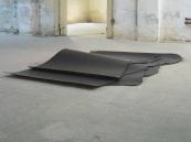 Katinka Bock, Terrassenlandschaft, 2009. leather, glass. 120x90x30 cm. production de la galerie Jocelyn Wolff.