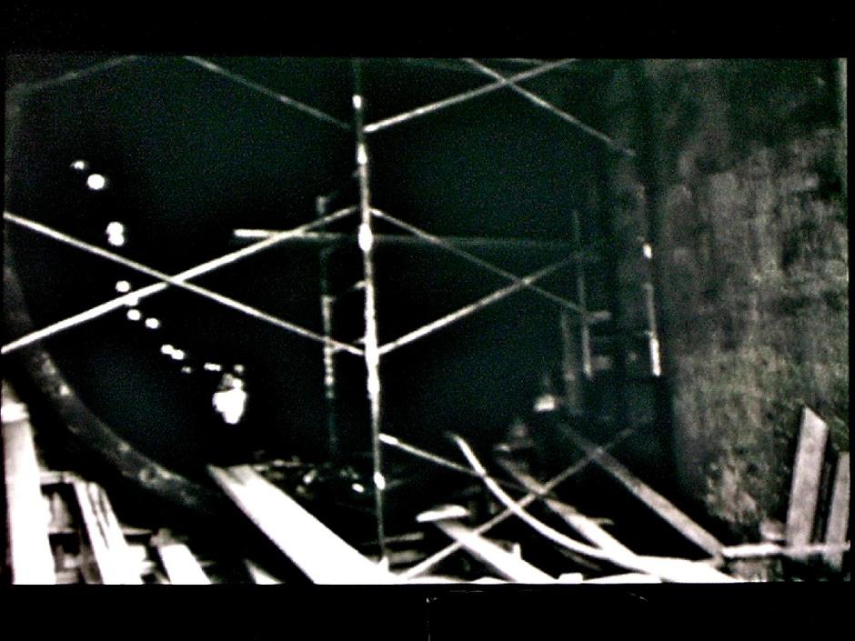 Gordon Matta-Clark. Substrait (Underground Dailies) 1976, 30min, noir & blanc et couleur. 16 mm sur vidéo. Courtoisie de l'EAI et la galerie David Zwirmer.