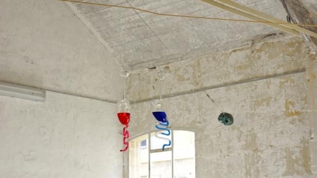 Francisco Tropa. Pai Mãe- Père Mère, 2009. Courtesy of the galerie Jocelyn Wolff, Paris. Photo © James Porter