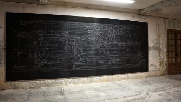 Julien Prévieux, La somme de toutes les peurs, 2007. Impression sur papier 210 x 530 cm. Courtesy Galerie Jousse Entreprise, Paris. Photo © James Porter