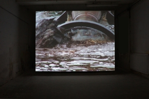 Claire Adelfang, Extraction, 2010. Vidéo. Courtesy Galerie Thaddaeus Ropac, Paris et Salzbourg. Photo © JGP